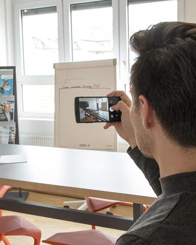 Selbst Besprechungszimmer sehen nicht immer gleich aus. Ein Schnappschuss vorab hilft dem Fotografen bei der Planung von Licht und anderem Equipment